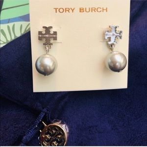Tory Burch NWOT Silver & Gray Logo Drop Earrings